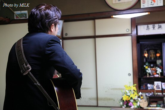 上戸洋平さん命日_仏壇に向かって.jpg