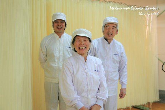 本村製麺工場_家族の笑顔.jpg