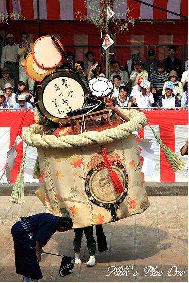 おくんち前日本古川町傘鉾.jpg