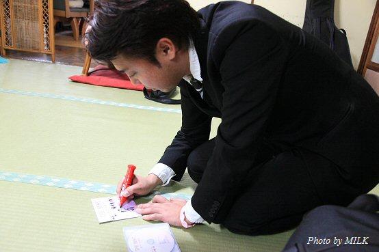 上戸洋平さん命日_龍崎鬼一朗サイン中.jpg