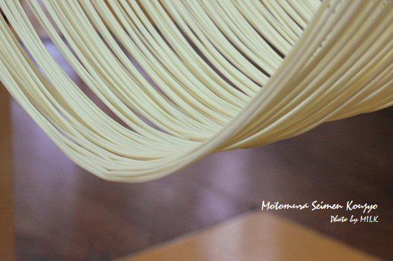 本村製麺工場_麺の曲線.jpg